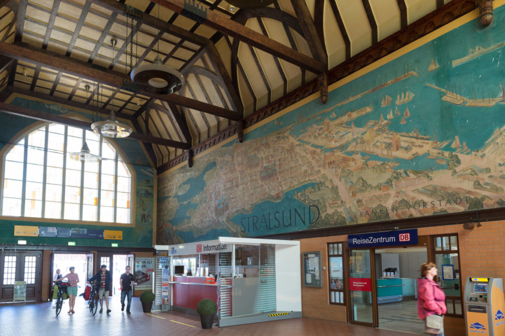 Train station of the year 2016. From today, the residents of Stralsund can read it for themselves engraved in brass: in the main concourse, a resplendent brass plaque confirms that their station is among the best in Germany.