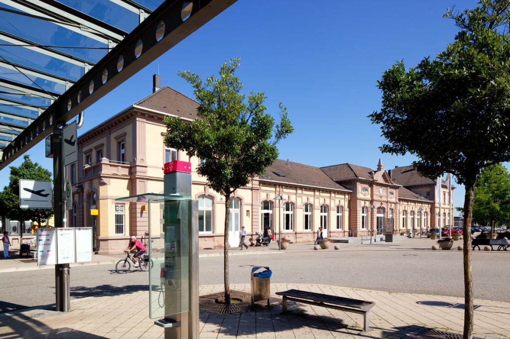 Vorplatz am Bahnhof