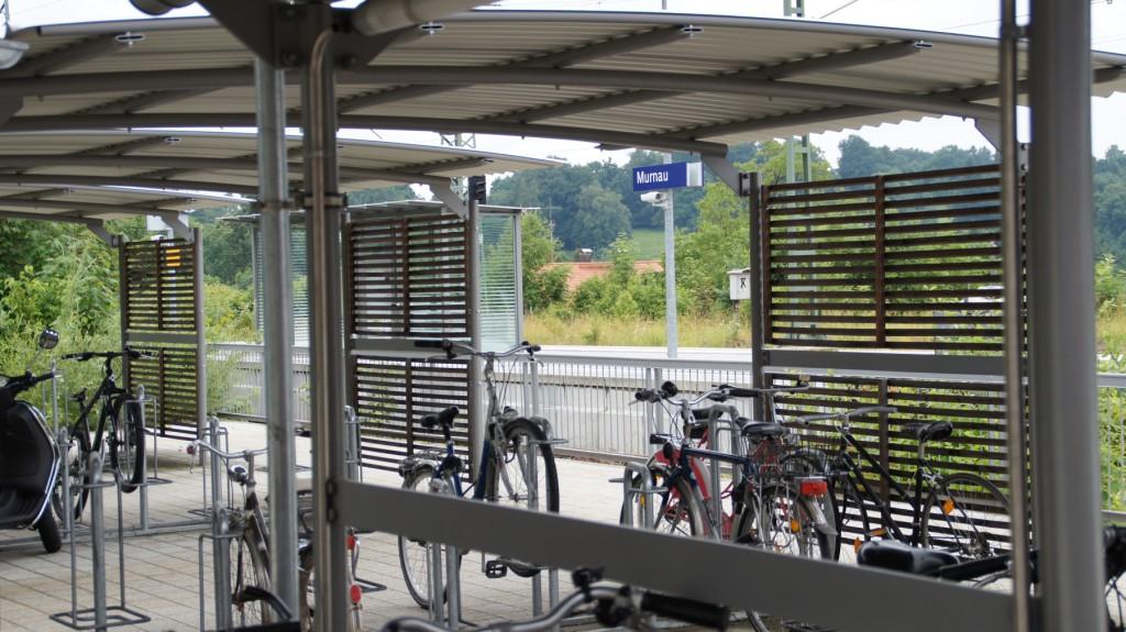 Fahrräder haben ihren eigenen überdachten Parkplatz