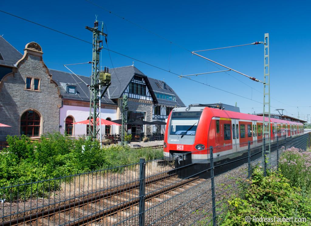 Zug hält in Oberursel