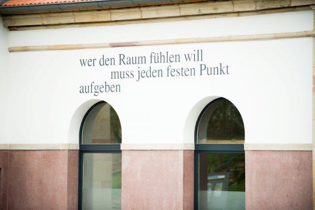 Typographie am Gebäude
