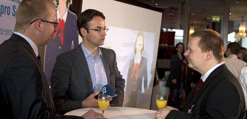 Bayerischen Rundfunk interviewt Eisenbahner mit Herz Nico Hilsberg.