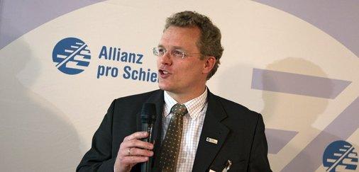 Dirk Flege, Geschäftsführer der Allianz pro Schiene, moderierte die Gala.