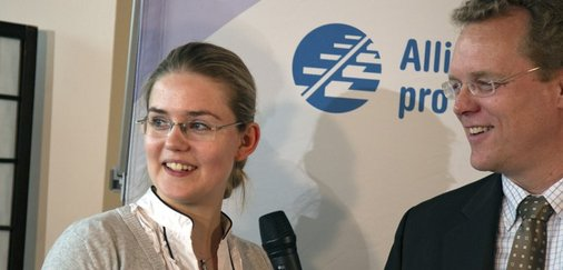 Dirk Flege (rechts) interviewt Sarah Lips aus dem niedersächsischen Bremen.