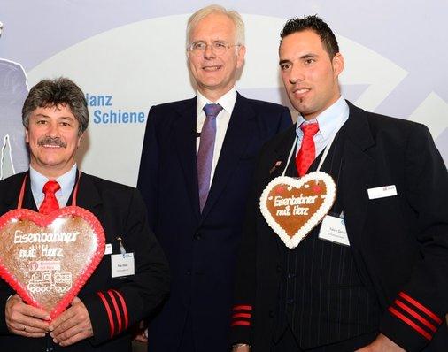 Goldmedaillen-Gewinner Peter Gitzen (li.) und Sonderpreis-Gewinner Yalcin Özcan mit Harald Schmidt.