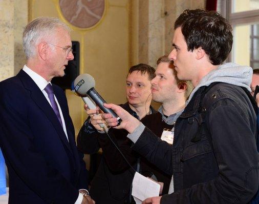 Im Interview: Harald Schmidt spricht mit dem RBB und dem NDR.