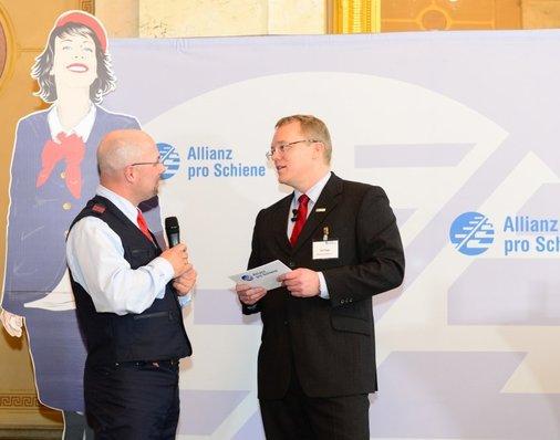 Auf der Bühne: Dirk Flege im Gespräch mit Silbermedaillen-Gewinner Oliver Vitze.
