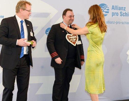 Auf der Bühne: Sarah Wiener mit Zugbegleiter Frank Lehmann und Dirk Flege.