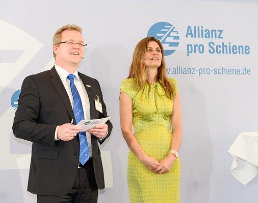 Dirk Flege und Sarah Wiener auf der Bühne.