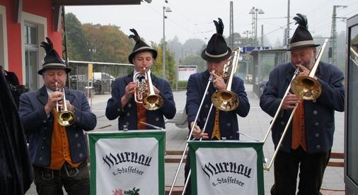 Jugend- und Blasorchesters Murnau eröffnet Feierlichkeit.