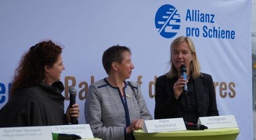 Im Gespräch auf der Bühne Iris Hegemann vom Deutschen Tourismusverband und Regina Schmidt-Kühner von den Naturfreunden Deutschlands