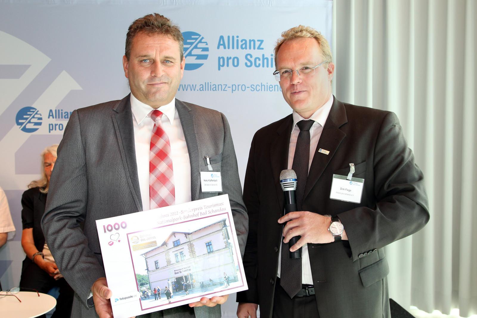 Dirk Flege mit Heiko Klaffenbach auf der Bühne.