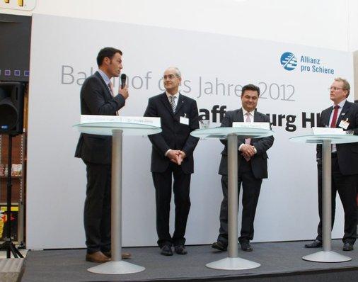 Ferdinand Fäth, Chef der Bau- und Immobilienverwaltung Fäth, spricht auf der Bühne