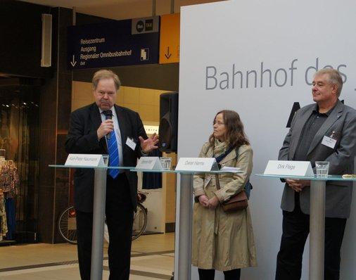 Karl-Peter Naumann vom Fahrgastverband Pro Bahn schwärmt vom ersten Eindruck beim Vor-Ort-Test.