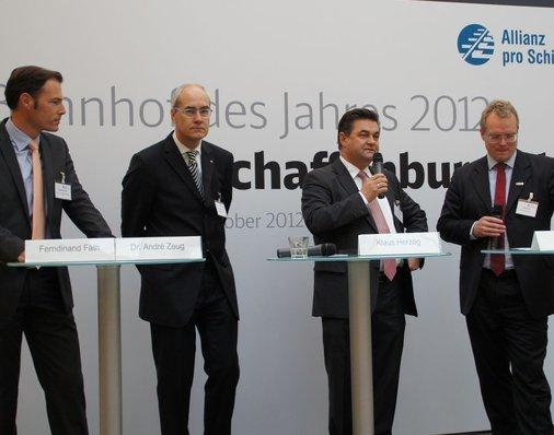 In der Talkrunde lobt Aschaffenburgs Oberbürgermeister Klaus Herzog die gute Zusammenarbeit mit Investor und DB