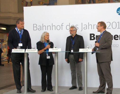 Monika Ganseforth, stv. Bundesvorsitzende des VCD und Jury-Mitglied im Gespräch auf der Bühne.