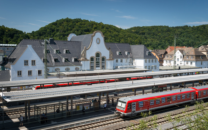 Züge im Bahnhof Murnau