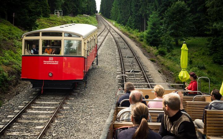 Zugwagen auf der Strecke.