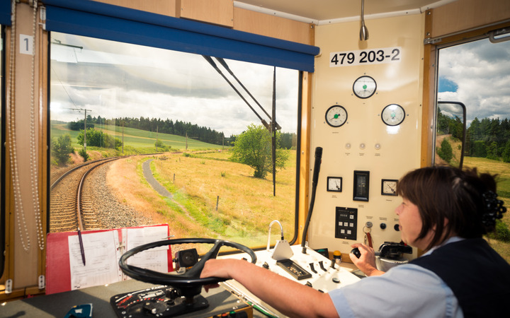Blick aus dem Führerstand eines Wagens der Bergbahn-Flachstrecke