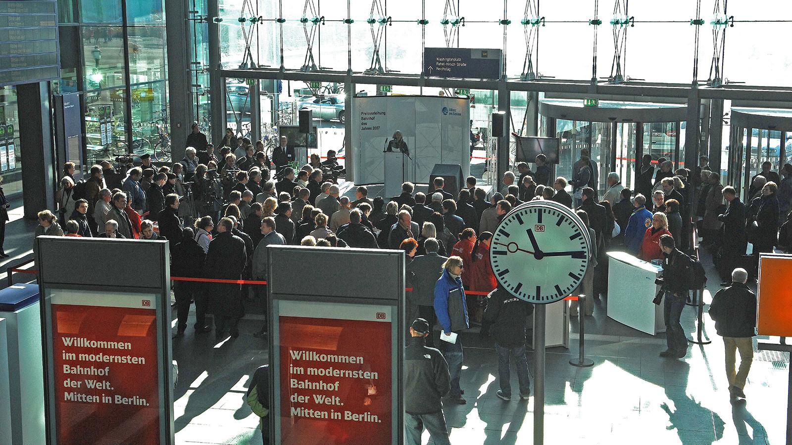 Berlin Hauptbahnhof Eingangshalle während der Preisverleihung