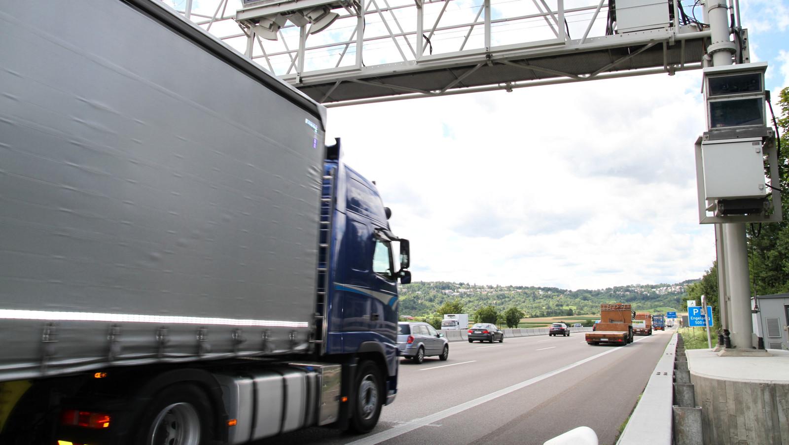 Mittelschwere Lkw werden ab dem 1. Oktober mautpflichtig. Leichte Lkw fahren auf deutschen Autobahnen und Bundesstraßen weiterhin umsonst. Die Lkw-Maut muss ausgeweitet werden.
