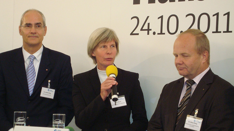 Karin Meyer bedankt sich beim Team