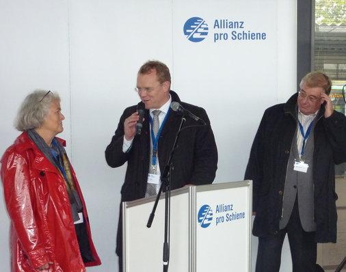 Im Gespräch D. Flege (Allianz pro Schiene) mit Monika Ganseforth