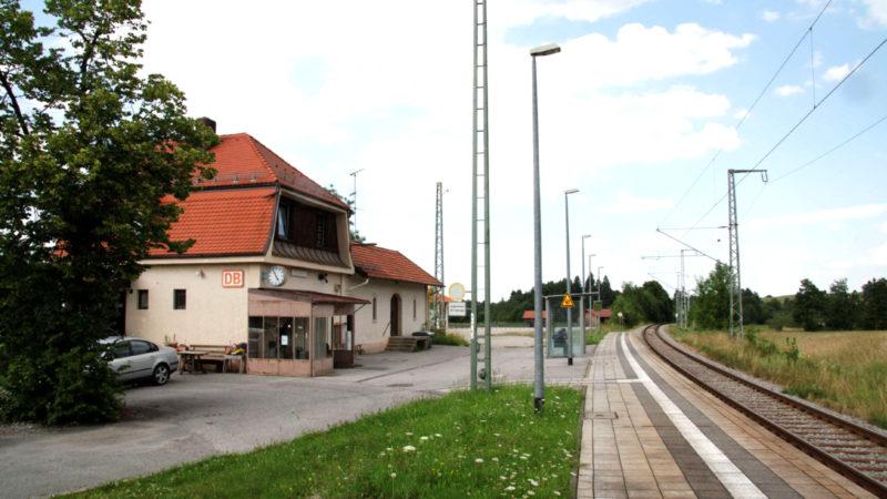Verkehrsminister Dobrindt freut sich: Der Bahnhof Saulgrub wird barrierefrei umgebaut