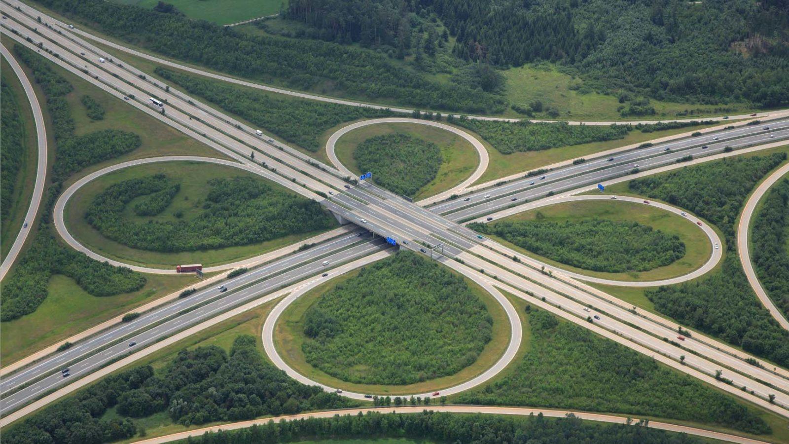 Asphalt geht vor: Deutschland investiert mehr Geld in Straßen als ins Schienennetz. Auch der neue Bundesverkehrswegeplan benachteiligt die Eisenbahn. In Europa machen es viele Länder umgekehrt