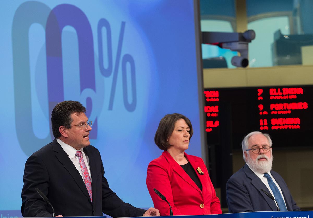 Pressekonferenz zur Strategie für emissionsfreie Mobilität in Brüssel: Maroš Šefčovič, Violeta Bulc und Miguel Arias Cañete von der EU-Kommission stellen CO2-Maßnahmenpaket vor