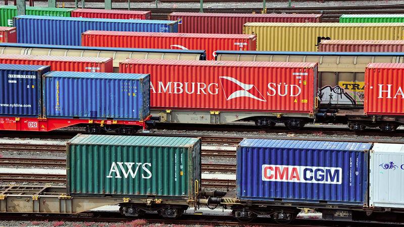 Längere Güterzüge? Nicht in Deutschland. Hierzulande verkehren nur 11 Prozent der Züge in der Standardlänge von 740 Metern. Grund sind oft winzige Netzengpässe.