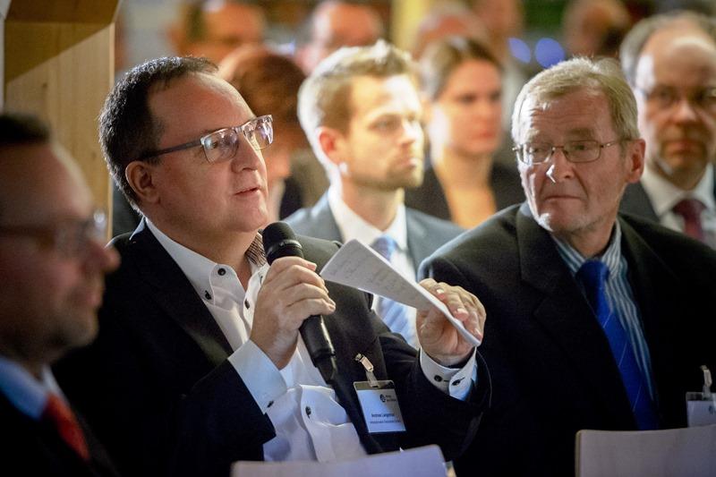 Andreas Langenhan (Interautomation) schaltet sich in die Diskussion mit ein