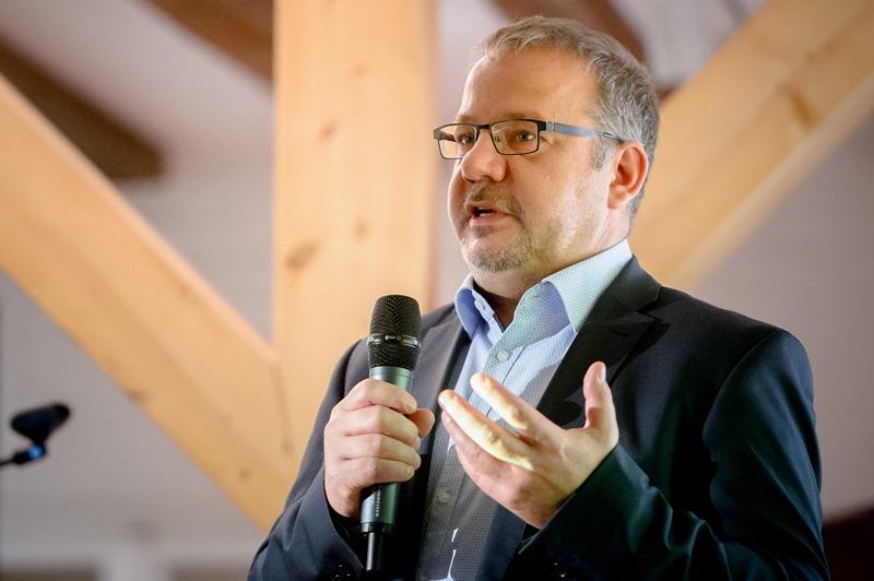 Bernd Stiebe stellt sich den Fragen des Publikums