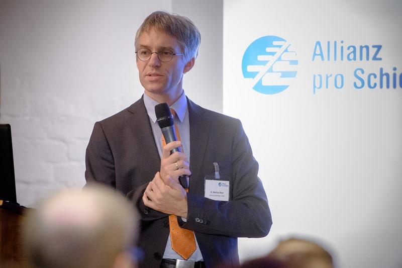Dr. Matthias Meier (Heinrich & Mortinger GmbH) lud die Fördermitglieder in die Domäne Dahlem ein