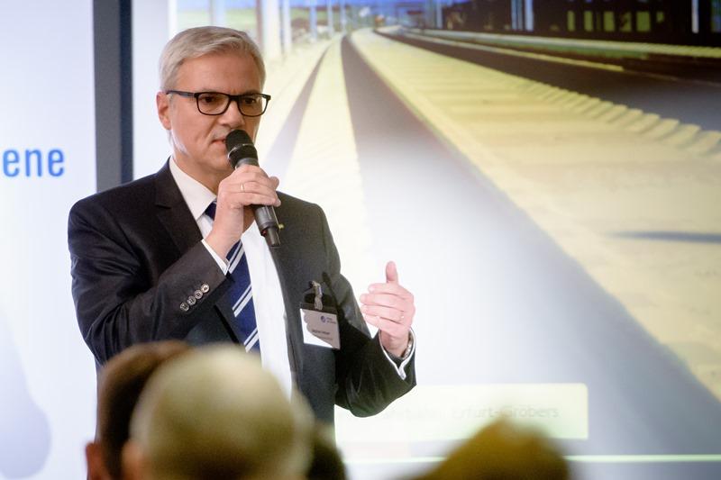 Die feste Fahrbahn von Porr wird von Stephan Hebgen vorgestellt