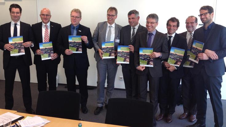 Mobilität und Klimaschutz: Deutschland braucht mehr Schienenverkehr. Allianz pro Schiene, BAG SPNV, Mofair, VDB, VCD, VDV und VPI machen den Schulterschluss