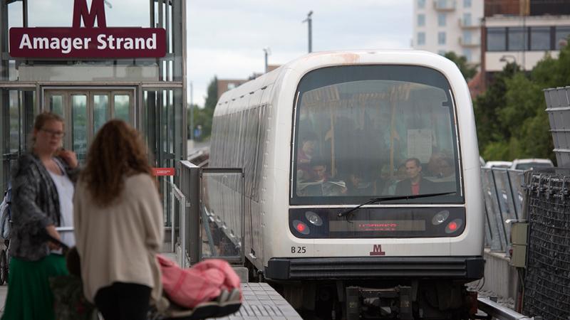 Eine fahrerlose Bahn in Kopenhagen: Die Fahrgäste sitzen in der ersten Reihe