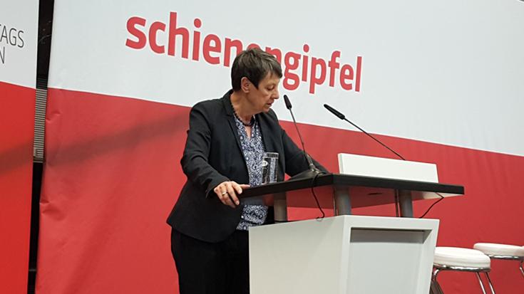 Schienenpakt 2030: Barbara Hendricks auf dem Schienengipfel der SPD