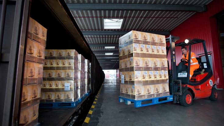 Gleisanschlussförderung: Hier bei Freixenet wird die Ware direkt auf den Güterzug verladen
