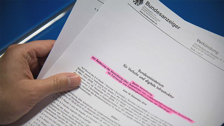 Regelzulassung mit der Brechstange: Die Gigaliner dürfen fahren - vorerst. Die Allianz pro Schiene prüft rechtliche Schritte.