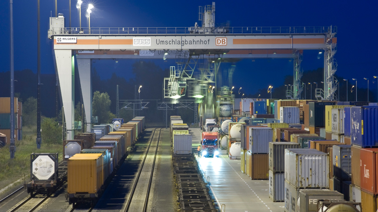 KV-Förderung: Im Umschlagbahnhof für den Kombinierten Verkehr in Leipzig-Wahren werden Güter vom Zug auf den Lkw verladen und umgekehrt. Das Bundesverkehrsministerium verlängert die Förderung Kombinierter Verkehr um weitere fünf Jahre.