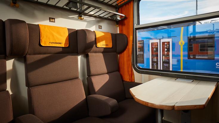 Blick in ein Abteil im Locomore Zug