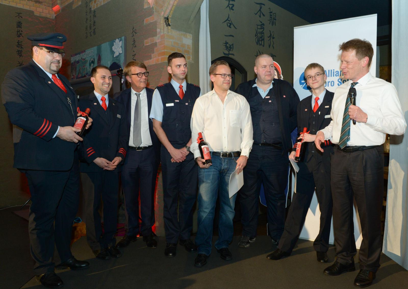 Hielt eine bewegende Rede: Bahnchef Lutz und Ronald Pofalla mit Mitarbeitern