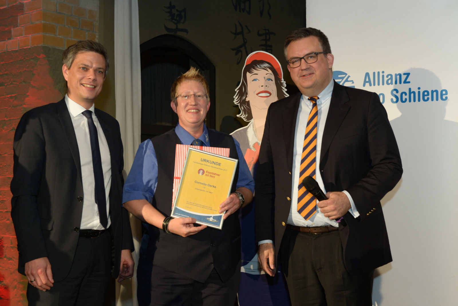 Landessiegerin Cornelia Gerke mit Metronom-Geschäftsführern Torsten Frahm (links) und Dr. Lorenz Kasch (rechts)