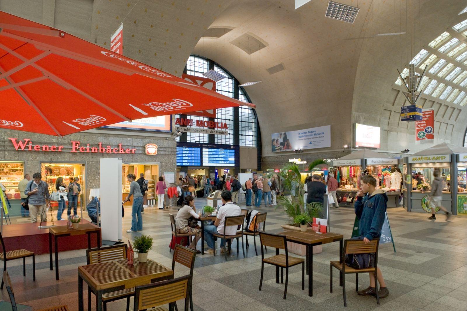 Bahnhofshalle in Karlsruhe