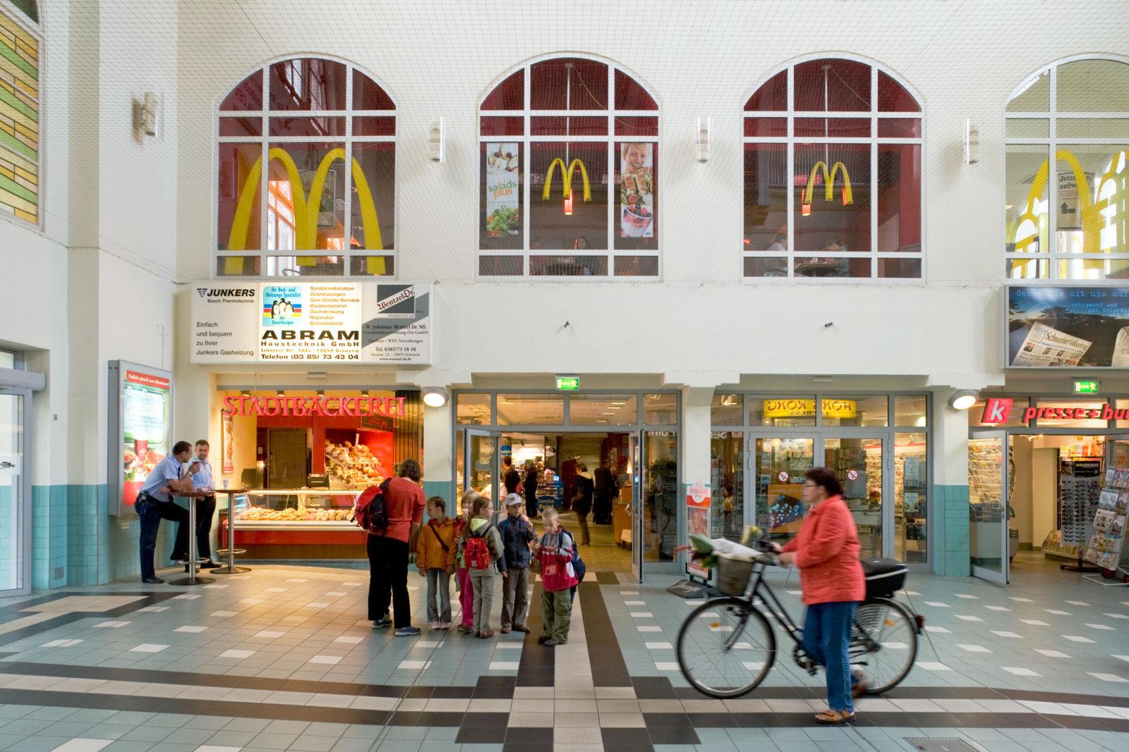 Schwerin Hauptbahnhof: Die Bahnhofsvorhalle