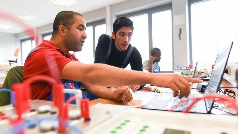 Das Projekt Integration Schiene hilft Flüchtlingen bei dem Neustart in Deutschland