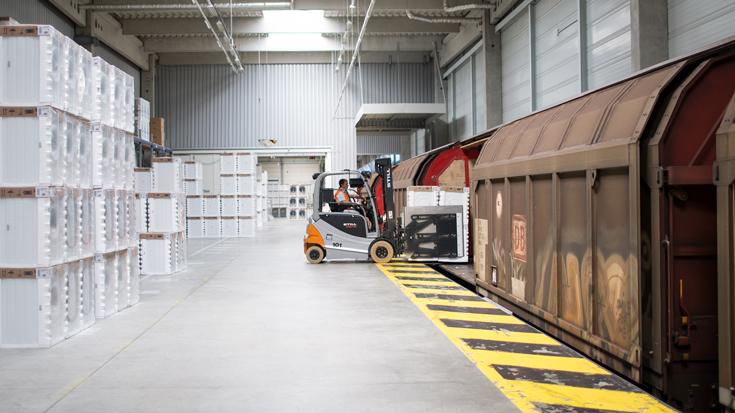 Trockner der BSH Hausgeräte GmbH werden auf den Güterzug geladen