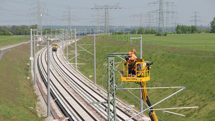 """Nur 60 Prozent des Bundesschienennetzes sind elektrifiziert. Die Länderverkehrsminister sehen Nachholbedarf und unterstützen ein """"Sonderprogramm"""" des Bundes."""