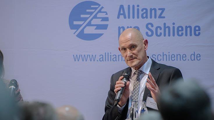 """Manfred Fuhg (Leiter Mobility Deutschland, Siemens AG): """"Neue umweltfreundliche Technologien rentieren sich leider häufig noch nicht – hier wäre ein politisches Zeichen hilfreich."""""""